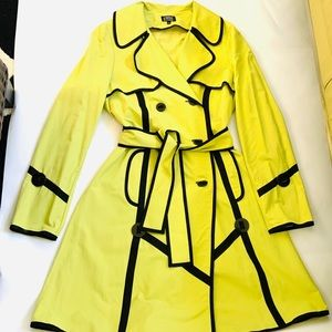 LIGHTWEIGHT FANCY TRENCH COAT WITH COOL BUTTONS